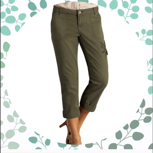 a7ad0dcfee7 Women s Plus Size LEE Embroidered Cargo Capris. M 5acf6f0c31a37642016895e9